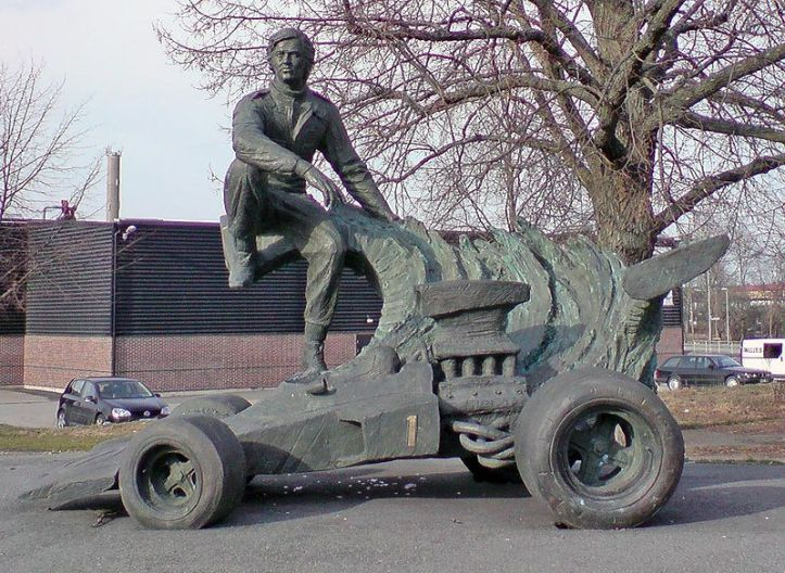 800px-Ronnie-peterson-statue