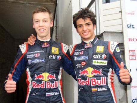 Sainz Kvyat 2011 Formula Renault
